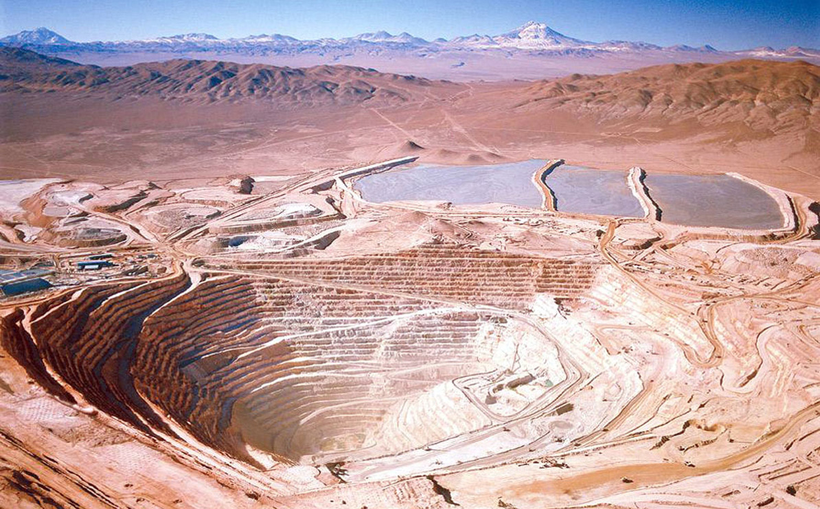 BHP Billiton Group's copper mine at Escondida, Chile - the world's largest - is pictured in this undated company photo. Chile and Peru, the combined source of more than a third of the world's copper, may impose new fees on mining companies such as Billiton, retreating from a low-tax policy designed to spur investment. Source: BHP Billiton Group/via Bloomberg News. BHP TALKS MINERIA - COBRE - MINA LA ESCONDIDA - VISTA PANORAMICA - YACIMIENTO - ANTOFAGASTA - CHILE