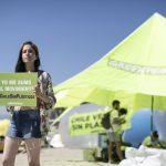 Ivica Llanca participa de la limpieza de plasticos